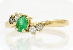 anillo esmeralda